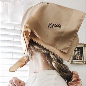 Vintage | Embroidered Betty Handkerchief